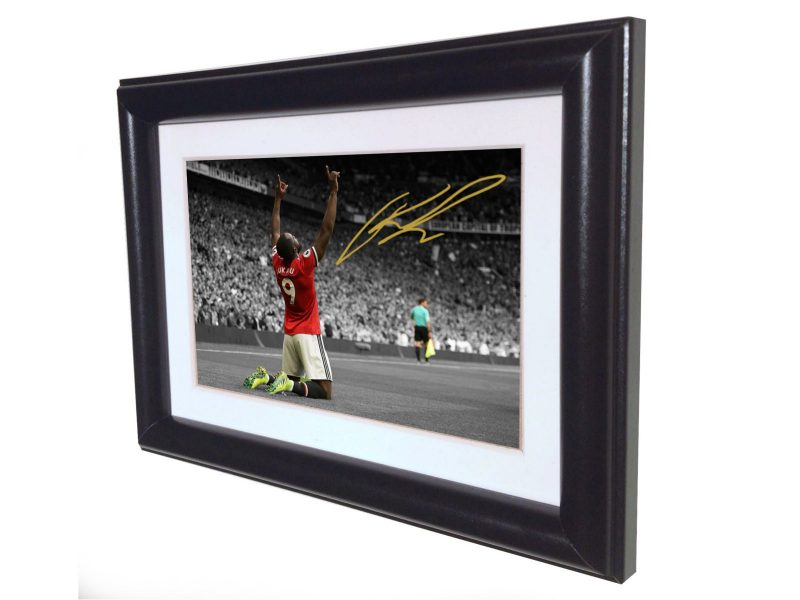 Romelu Lukaku. Signed Manchester United Photo picture photograph Frame. Autographed